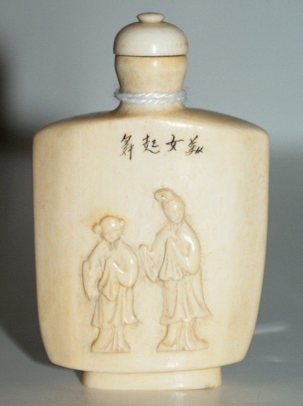 20: Chinese carved ivory snuff bottle. Qing dynasty (16