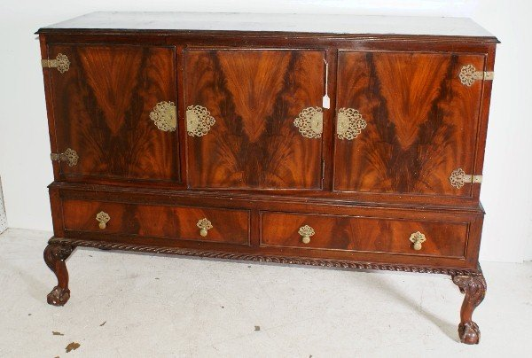 11:  English Chippendale style mahogany buffet. H: 42 1