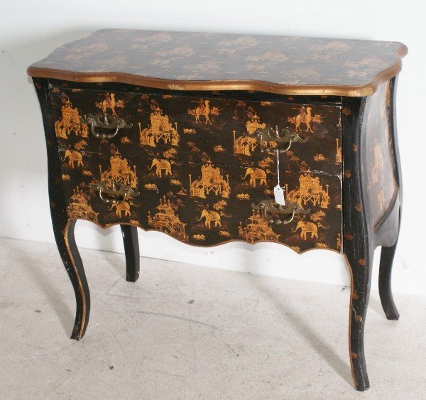 15: Queen Anne style Chinoiserie decorated serpentine f
