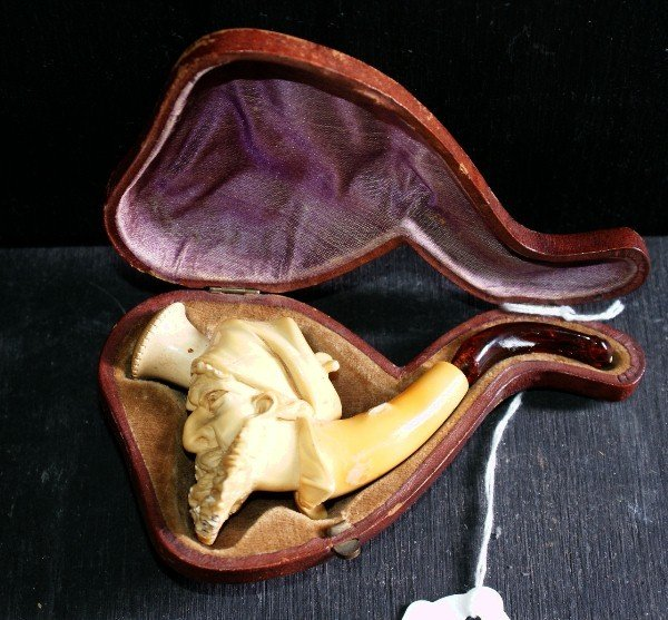 194E: Continental carved ivory pipe