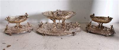 72: Fine Continental 800 silver three-piece fountain