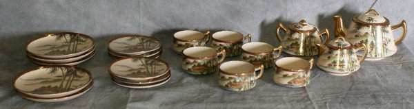 190: Twenty piece Japanese porcelain tea set.