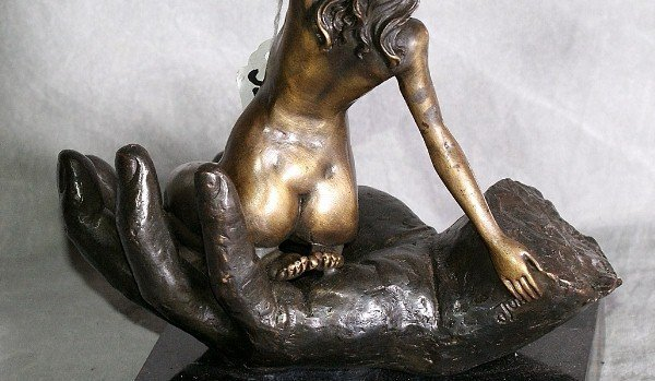 320: Bronze figure of nude woman held in the palm of a - 4