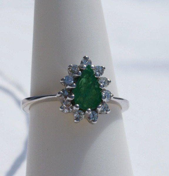 146A: 14K gold emerald and diamond ring 2.0 dwt