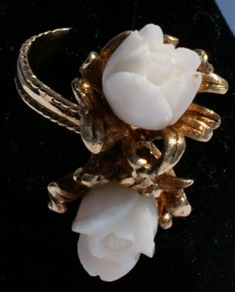 146B: 14K gold and white coral ring 7.2dwt