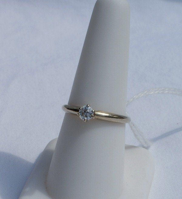 146L: 14K white gold ring with .25 CT diamond