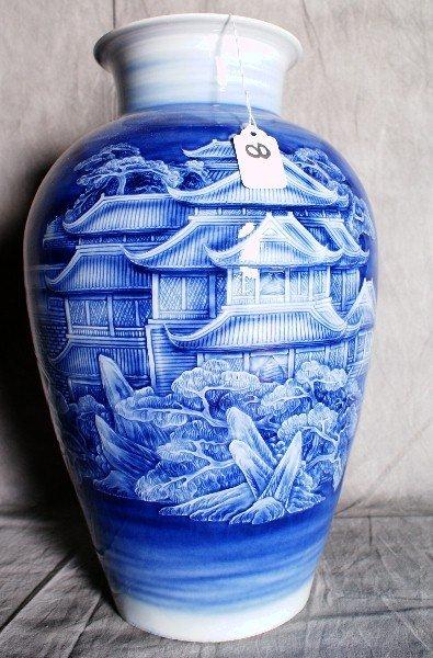 8:  Large Chinese blue and white porcelain vase. H:16.5