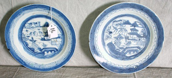 16: Two chinese blue and white porcelain plates . D:8.5