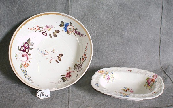 "16: 2 English porcelain serving bowl. Largest H:4.5"" D:"