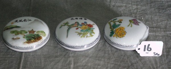16: Three Chinese porcelain covered boxes all signed