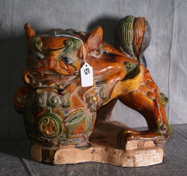 """Chinese pottery foo dog. H:9.75"""" L:11.5"""""""