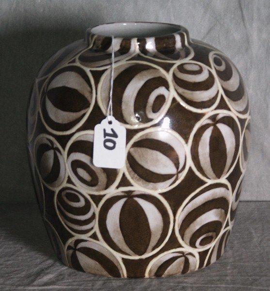 "Antique Chinese porcelain vase. H:9"" D:8"""