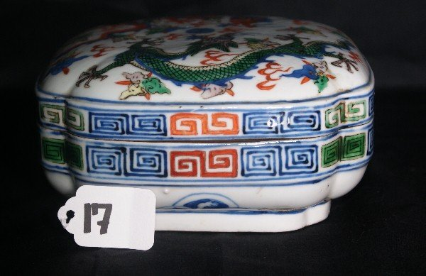 Antique Chinese porcelain covered box with 6 character