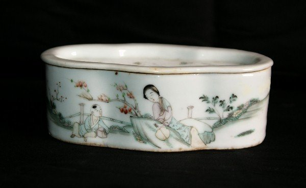 19th C Chinese porcelain covered cricket box with