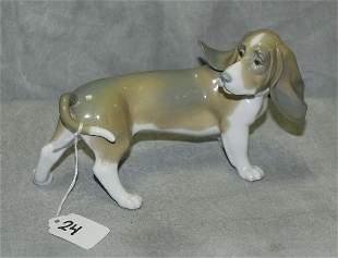 """Lladro porcelain dog. H:4.5"""" L:8"""""""