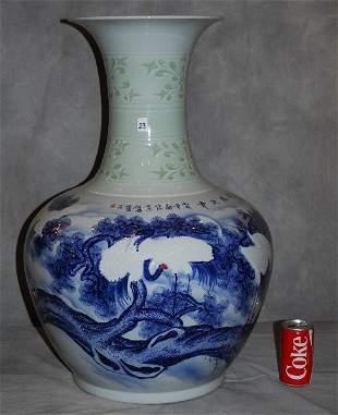 Large Chinese export porcelain vase
