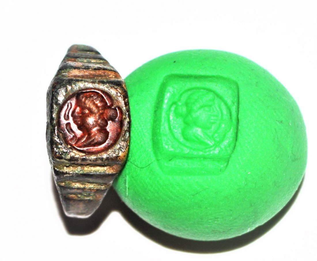 A RARE ANCIENT GREEK/ROMAN GARNET INTAGLIO BRONZE RING
