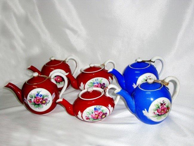 18: A Group of Gardinar TeaPot