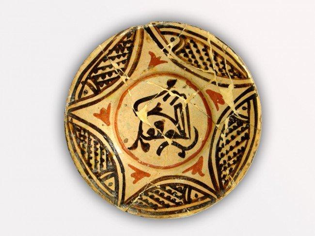 5: AN NISHAPUR CERAMIC PLAT EASTERN IRAN, 10TH CENTURY