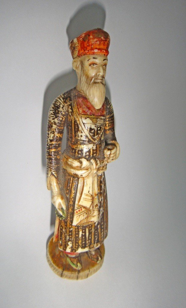1: AN IVORY STATUE OF MUGHAL EMPEROR SHAH JEHAN 18TH