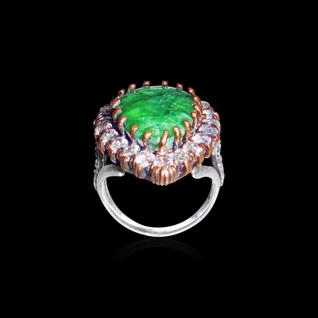 An Emerald Oval Shaped Zircon Sterling Silver Ring