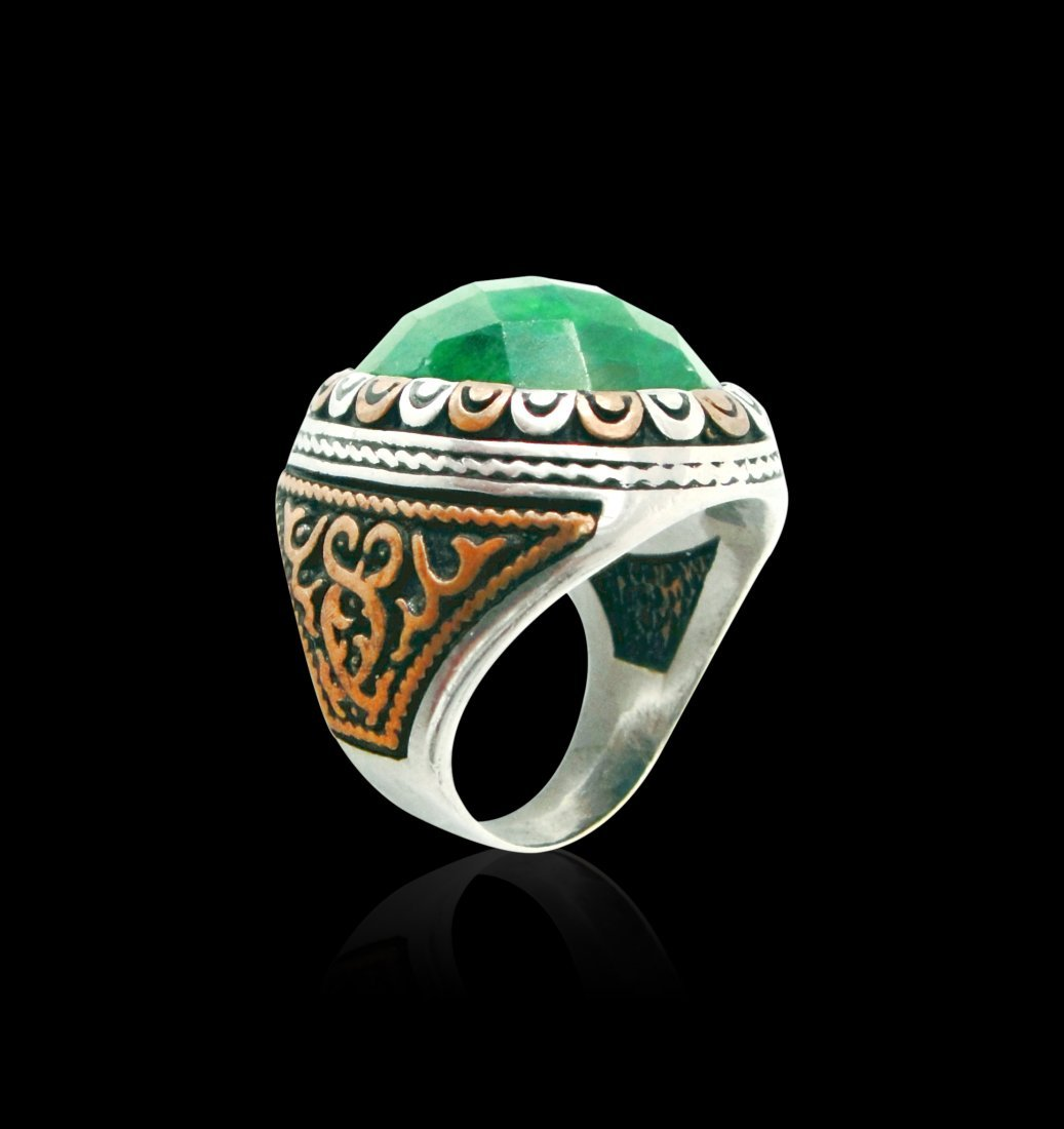 An Emerald Sterling Silver Ring
