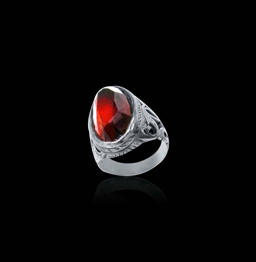 A Persian Oval Cut Red Garnet Silver Ring 19th Century