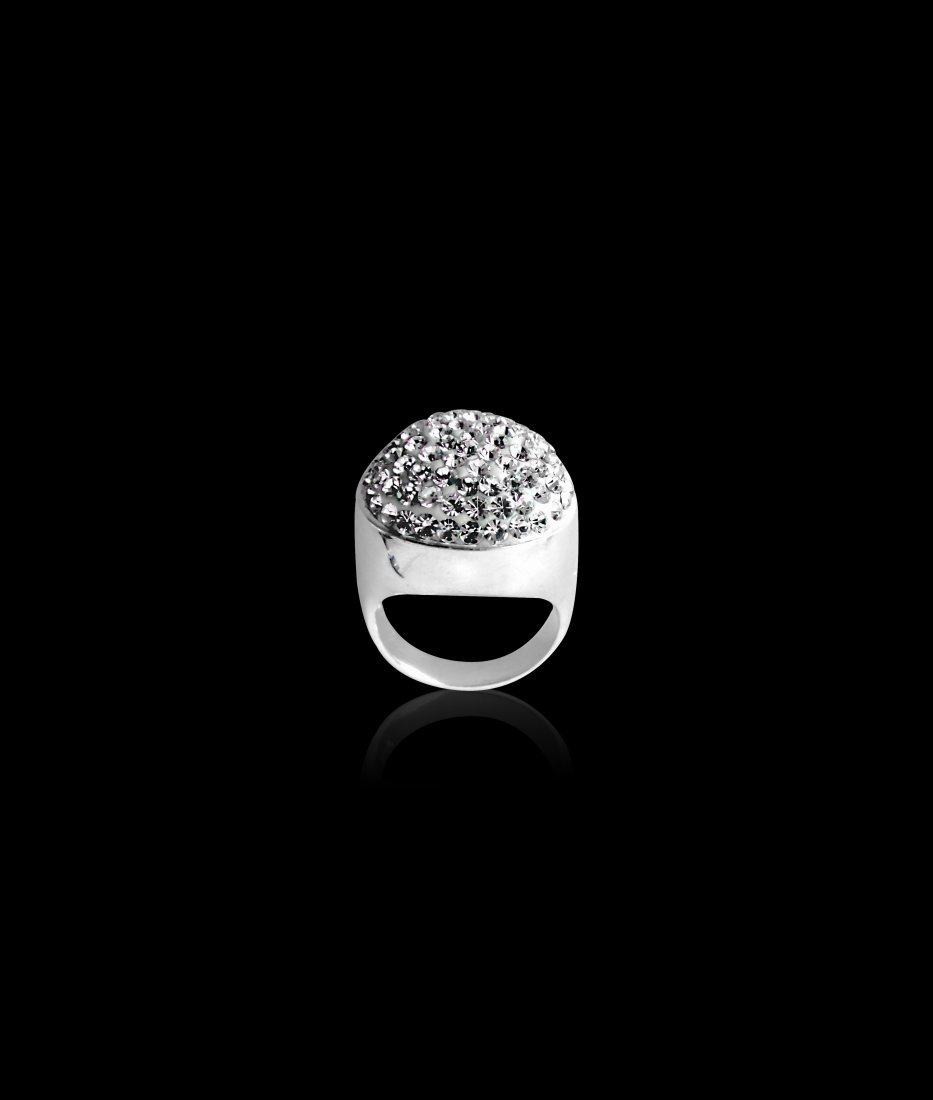 A Round Shaped White Zircon Sterling Silver Ring