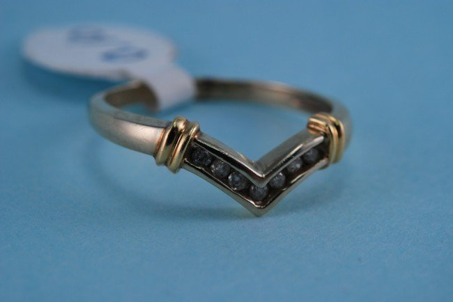 12: 417 White and Yellow Gold Diamond V Ring. 1.8 Grams