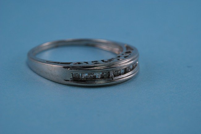 19: 417 White Gold Diamond MOM ring. Solid gold. 2.4 gr