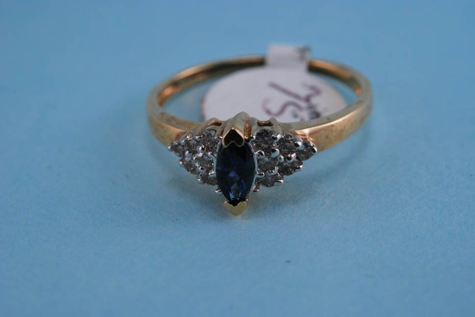 5: 417 Yellow gold Diamond and Precious Stone Ring. Sol