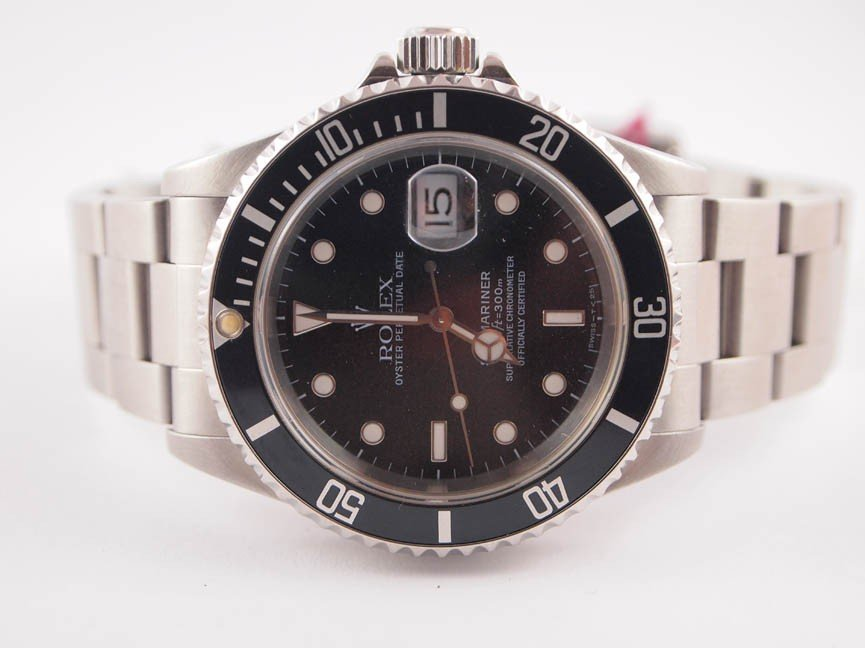 12: Rolex Mens SS Submariner w Date.
