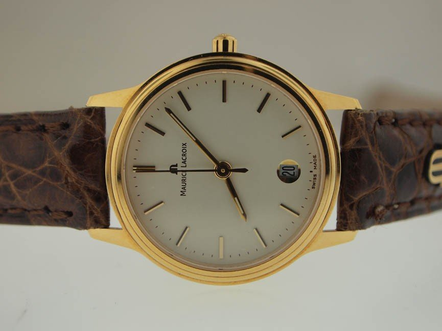 31: Maurice Lacroix Mens 18k Gold Watch.