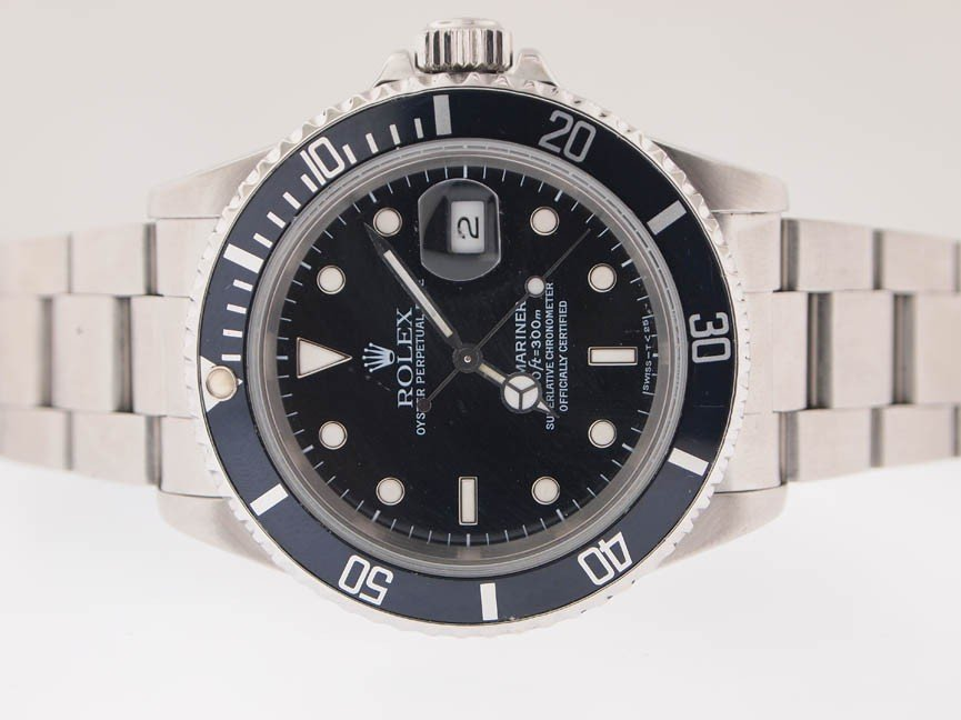 137: Rolex Mens SS Submariner. Date. PAPERS. X Serial.