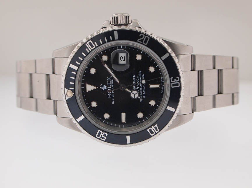137: Rolex Mens SS Submariner. Date. PAPERS. X Serial. - 2