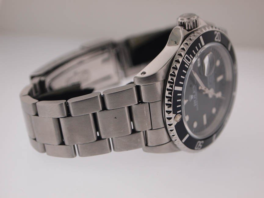 137: Rolex Mens SS Submariner. Date. PAPERS. X Serial. - 3