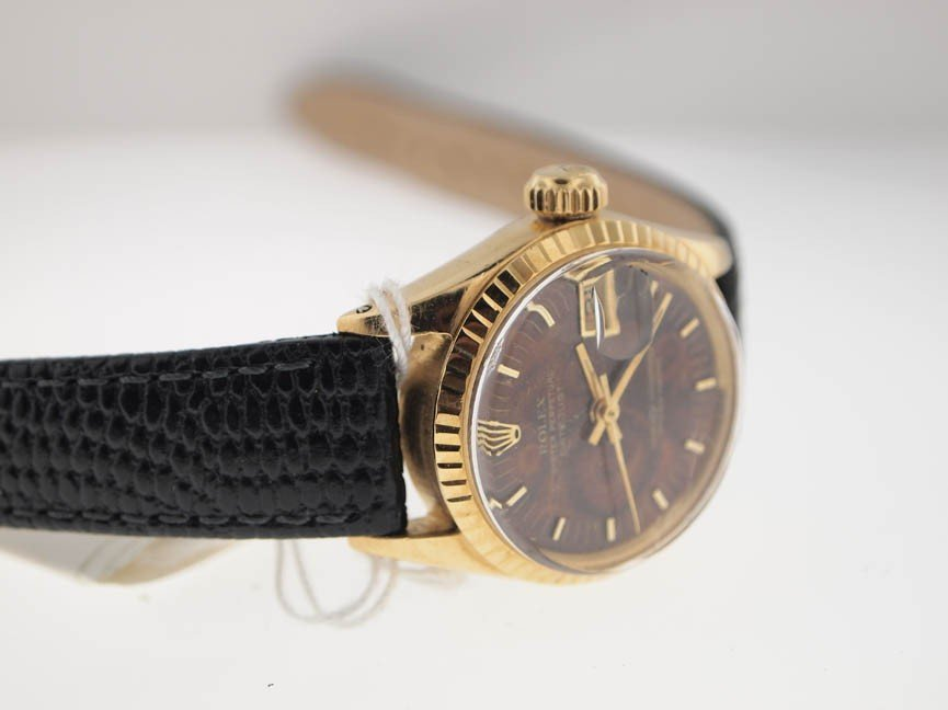 4: Rolex Ladies 18k Datejust. Leather Strap. - 2