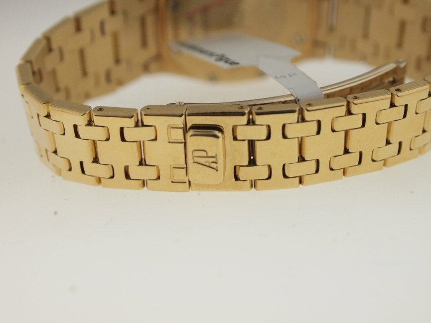 Audemars Piguet Ladies 18k Royal Oak. - 4