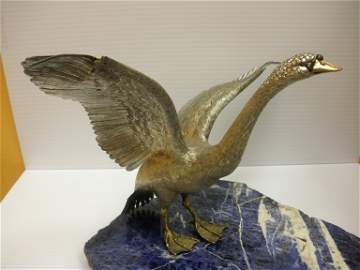 348: 18k Solid Gold and Diamond Swan Sculpture, 935g 33