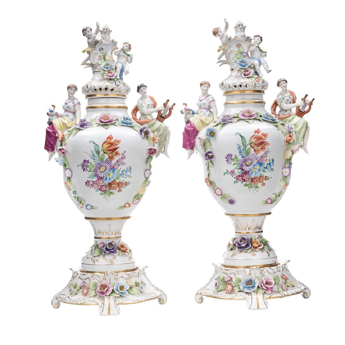 A PAIR OF VASES. GERMANY, 20th CENTURY. Brand:  PLAUE.