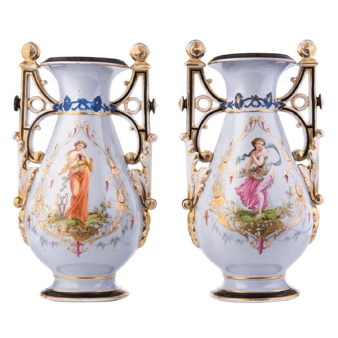 A PAIR OF VASES. AUSTRIA, 19th CENTURY. Porcelain,
