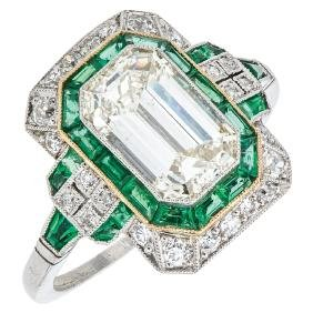 An 18K white gold ring with 1 emerald cut diamond 2.05