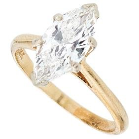 A 14K yellow gold solitaire ring with 1 marquise cut
