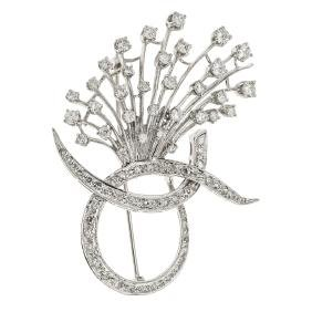 A 14K white gold brooch with 82 brilliant and single