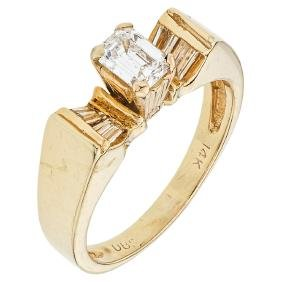 A 14K yellow gold ring with 1 emerald cut diamond 0.45