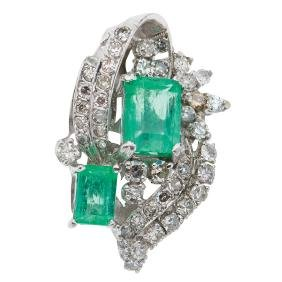 A 14K white gold pendant with 2 emeralds 1.70 carats