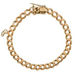 An 18K yellow gold bracelet.