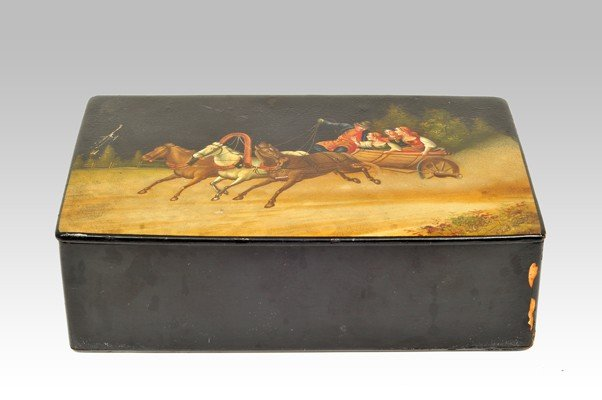 10: Lacquered wood box
