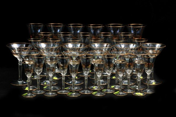 23: Lot of 41 glasses