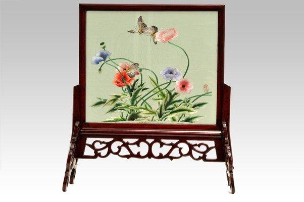 1: Panel. Bordado en seda. Origen chino. Decoración mul